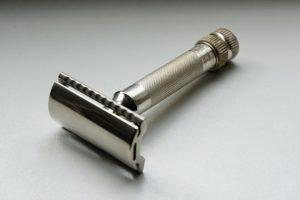 shaving-with-the-best-de-safety-razor-for-men